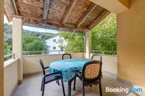 Apartamento con todo en Brbinj con terraza y wifi.