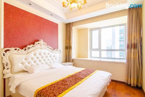Apartamento con piscina y aire acondicionado y vistas