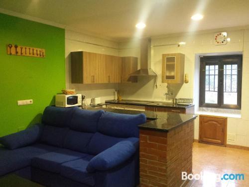 Espacioso apartamento de dos habitaciones. Buena ubicación