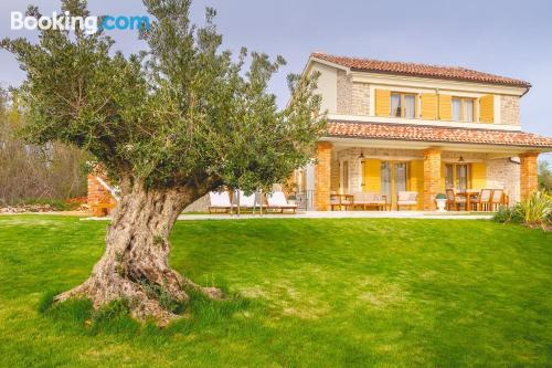 Apartamento con terraza en Dobrinj