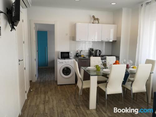 Amplio apartamento de tres dormitorios con internet y vistas