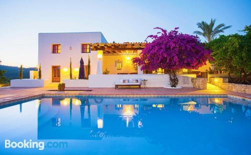 Apartamento con terraza y conexión a internet en Ibiza ciudad y piscina