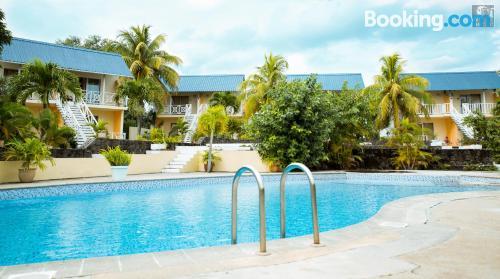 Apartamento con piscina y wifi