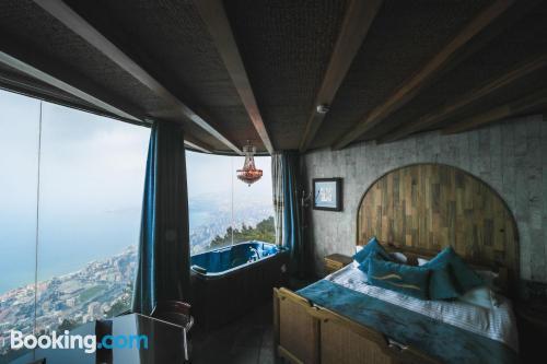 Pequeño apartamento parejas con vistas y conexión a internet