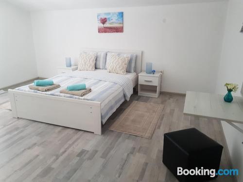 Apartamento de 90m2 en Zadar con terraza y wifi.