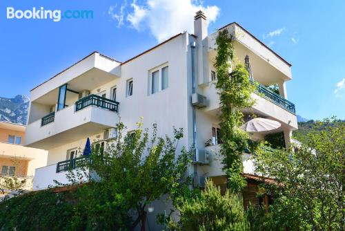 Apartamento con terraza en Promajna.