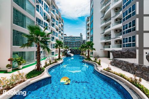 Apartamento con aire acondicionado con terraza.