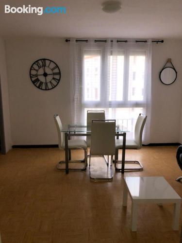 Apartamento bien situado de tres dormitorios.