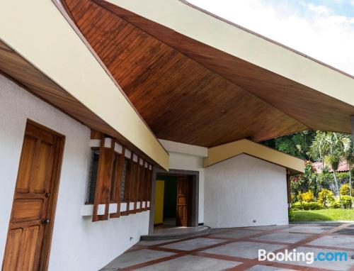 2 bedrooms home in Heredia with wifi.