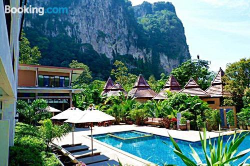Centro con piscina en Ao Nang Beach, terraza y conexión a internet