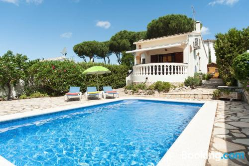 2 room place. Enjoy your swimming pool in L'Escala!