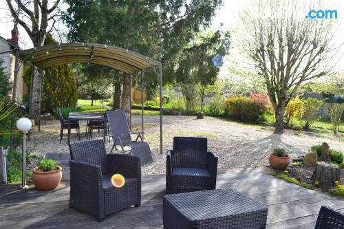 Terrace and wifi home in Chateauroux for couples