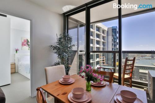 Apartamento con terraza y piscina