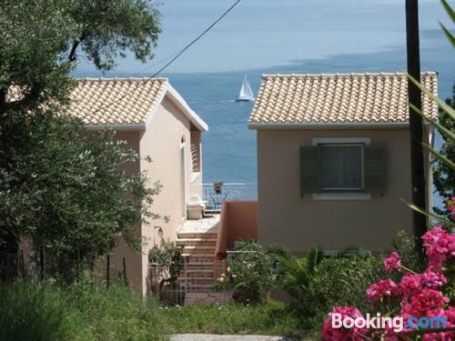 Apartamento apto para mascotas en Corfu con vistas.