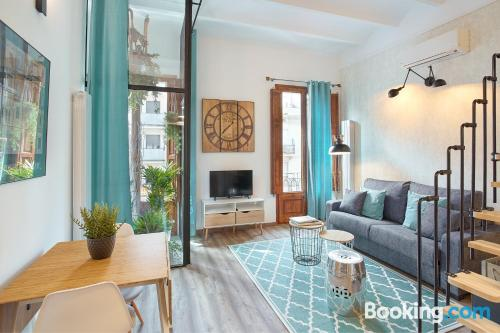 3 room place in Barcelona. Air!