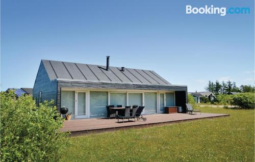 Ideal, 3 bedrooms. Be cool, there\s air-con!