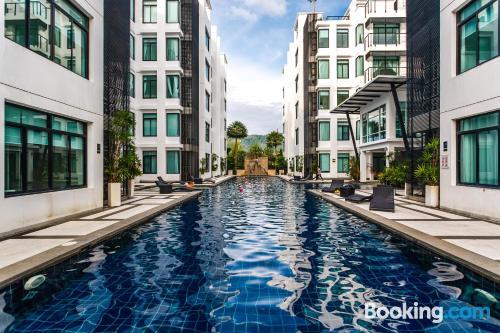 Apartamento con piscina en Kamala Beach.
