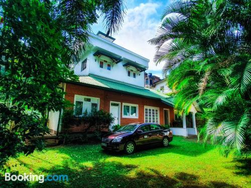 Apartamento con terraza y wifi en Kandy con aire acondicionado.