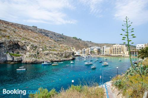 Two rooms home in Xlendi with terrace and internet.