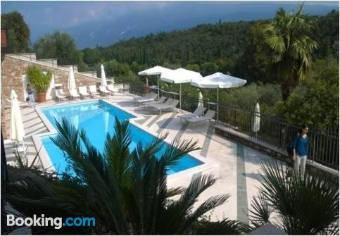 Espacioso apartamento en Toscolano Maderno con piscina