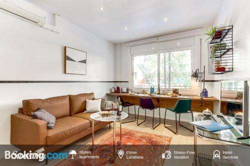 Stay cool: air-con apartment in Barcelona. Little!