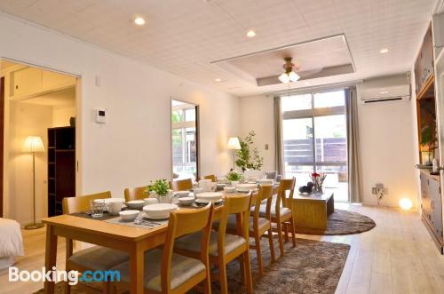 Gran apartamento de tres habitaciones. Perfecto para familias.
