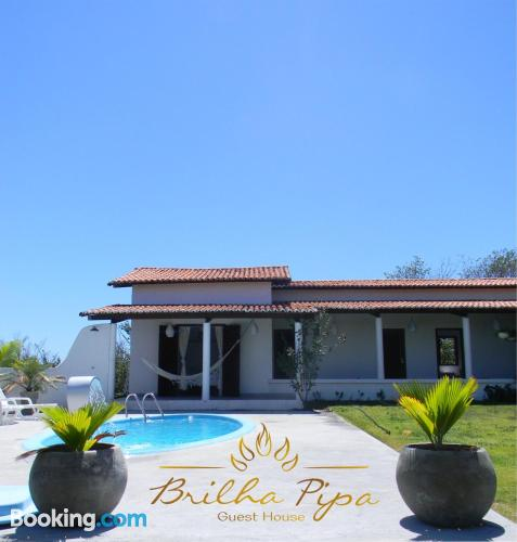 Apartamento para parejas en Pipa con piscina.