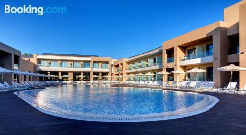 Buena zona con piscina en Laganas con wifi.