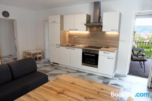 Apartamento con cuna en Izola con terraza.