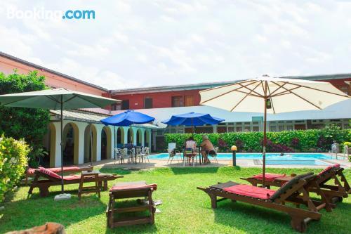 Apartamento bonito con piscina.