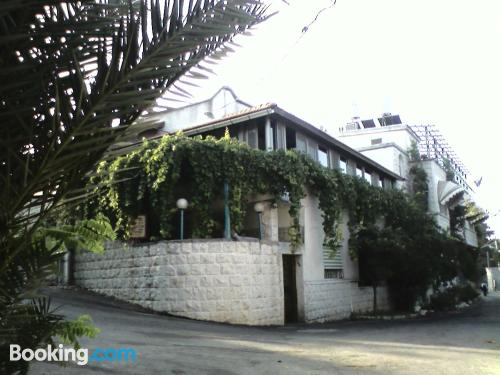 Apartamento para familias en Safed con calefacción y wifi.