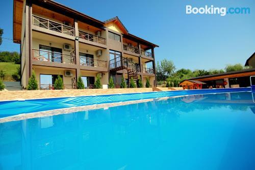 Apartamento con piscina y aire acondicionado en Eşelniţa