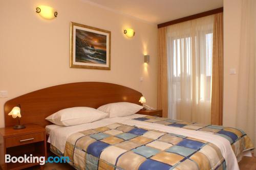 Bonito apartamento dos personas en Trogir
