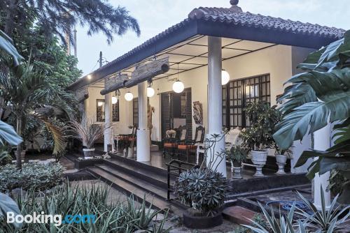 Apartamento acogedor en Negombo con terraza y internet