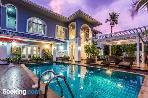 Apartamento para cinco o más en Chiang Mai con piscina