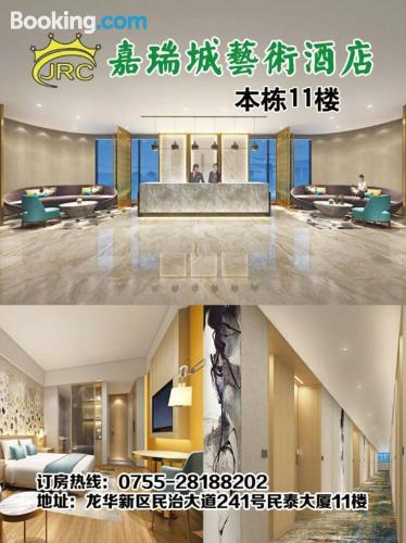 Place for two people in Shenzhen with air-con
