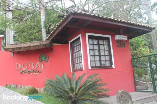 Espacioso apartamento en Bombinhas ideal para cinco o más