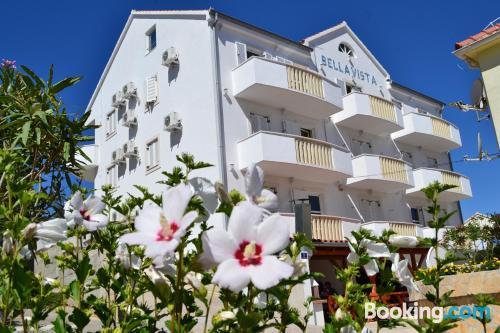 Apartamento con terraza en Sutivan.