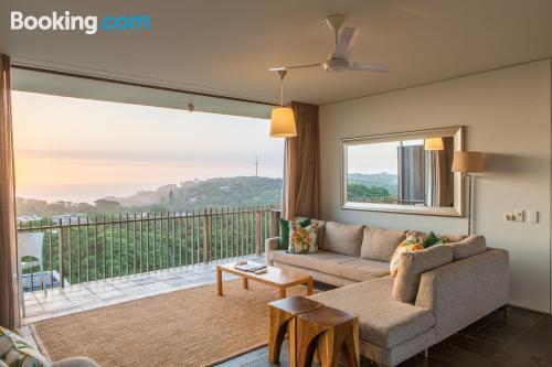 Piscina y wifi en Ballito con terraza.