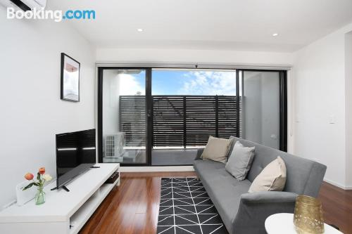 1 bedroom apartment home in Melbourne. Wifi!.