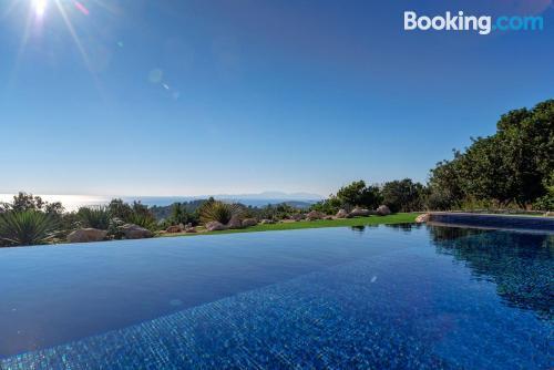Apartamento con piscina en Hvar