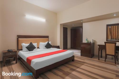 Apartamento en Noida con terraza y conexión a internet
