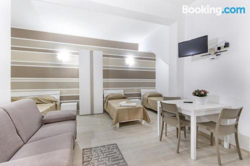 Apartamento con terraza y internet en Campofelice di Roccella. ¡aire acondicionado!.