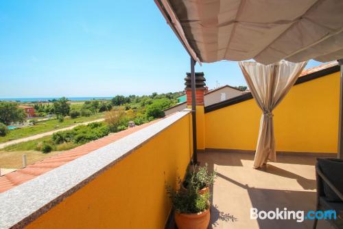Cómodo apartamento en Novigrad Istria con terraza