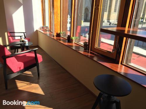 Apartamento con terraza con internet.
