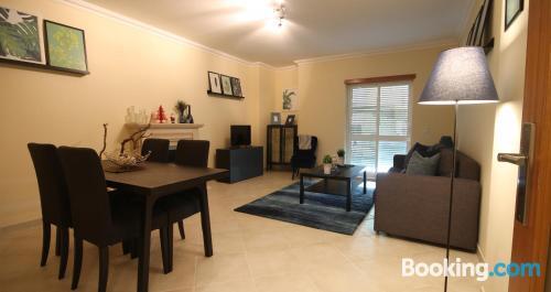 Espacioso apartamento en centro de tres dormitorios
