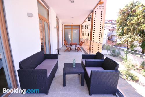 Cómodo apartamento con terraza y internet