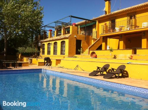 Stay cool: air-con apartment in Mairena del Alcor. Dogs allowed!.