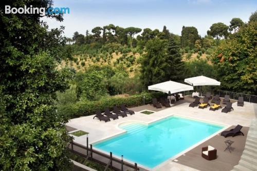 Apartamento pequeño en Frascati con piscina