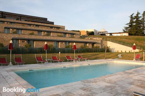 Apartamento con piscina en Montelupo Albese